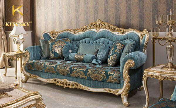 Bộ sofa phòng khách cổ điển giúp thể hiển quyền thế và sự giàu có của gia chủ.