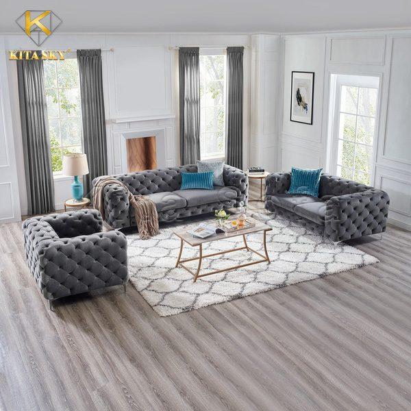 Những mẫu ghế xám thường thích hợp đặt trên sàn gỗ. Để khiến không gian không bị mờ nhạt có thể sử dụng gối ôm màu nổi để trang trí. Nhưng đừng sử dụng gam màu gốc mà hãy sử dụng gối ôm bọc vải màu pha trắng hay đen. Điều này sẽ giúp bộ ghế hài hòa hơn. Không chỉ vậy, bạn có thể sử dụng thêm màn cửa cùng màu sofa để trang trí tạo điểm nhấn. Điều này sẽ giúp không gian thu hút hơn nhiều.