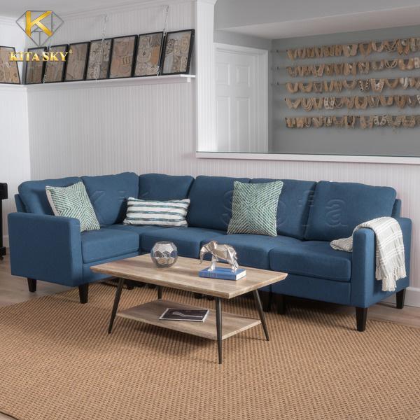 Sofa nỉ màu xanh chủ đạo vô cùng sang trọng. Được trang trí bằng gối ôm vải hoa văn nhẹ nhàng càng thêm tinh tế.