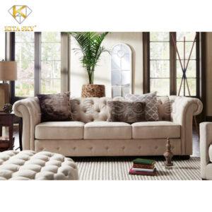 Hãy khiến không gian phòng khách của mình thêm tươi mát bằng việc sử dụng cây xanh. Phối hợp cùng mẫu sofa phòng khách sang trọng màu kem sẽ khiến căn phòng thêm hoàn hảo.