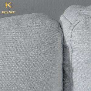 Tận dụng ánh sáng tự nhiên triệt để thì những mẫu sofa nỉ phòng khách màu xám sáng sẽ giúp không gian tươi mới.