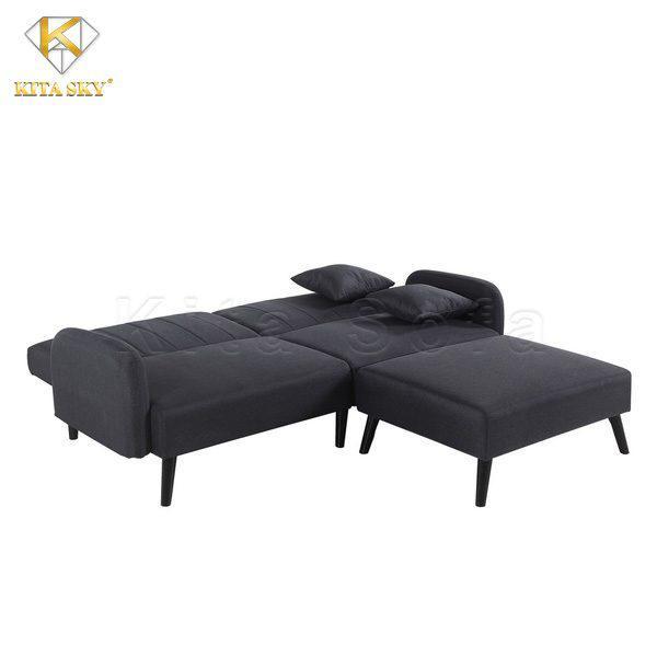 Đôi khi người ta mua những bộ sofa màu đen không phải vì thích gam màu đó. Mà chỉ đơn giản là thấy nó phù hợp cho không gian của mình.