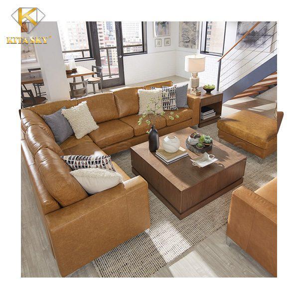 Bộ ghế sofa phòng khách bọc da màu nâu khiến không gian thêm ấm cúng