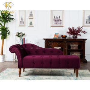 Phối ghế sofa thư giãn màu đỏ với những vật dụng nhỏ xinh màu đỏ tương đồng sẽ đem lại sự nhất quán và hài hòa cho không gian. Nhấn nhá thêm tí bằng cây xanh sẽ tạo thêm sắc thái tươi mới cực kỳ sống động.