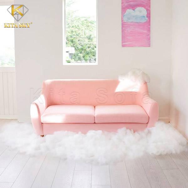 Sự sáng tạo luôn ở mọi nơi và chính bạn cũng có thể là nhà thiết kế tài ba. Bạn cần một không gian xinh xắn để chụp hình sản phẩm hay cho đứa con gái yêu thương của bạn? Thế thì bạn chỉ cần đặt một chiếc ghế phòng khách đơn giản tại cửa sổ. Bày biện thêm xung quanh bằng những lớp bông gòn xinh xắn giả mây. Ái chà, căn phòng bỗng ngọt lên hẳn mấy phần đấy nhỉ?
