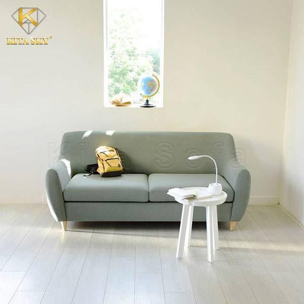 Chiếc ghế đơn phối hợp cùng một mẫu bàn phòng khách đơn giản màu trắng. Chỉ cần có thế là bạn có ngay một không gian yên tĩnh để đọc sách và thư giãn rồi đấy.