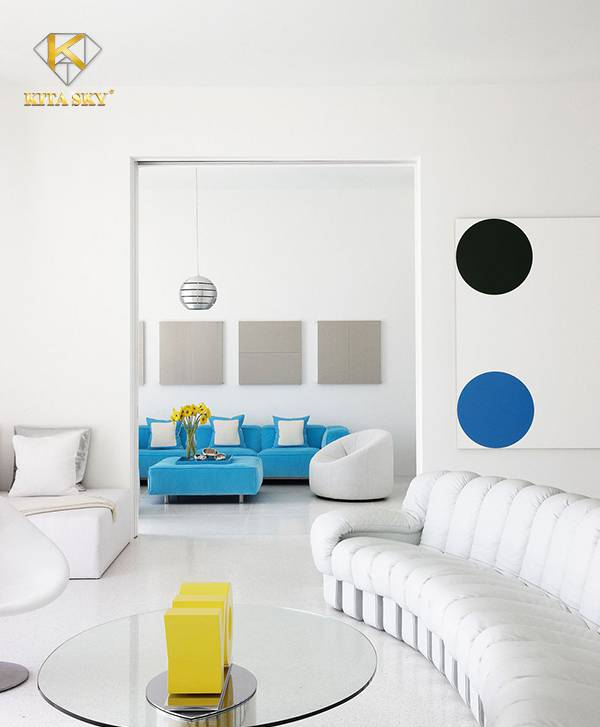 Sử dụng những chiếc sofa màu trắng kiểu dáng độc lạ sẽ mang lại nét ấn tượng cho căn phòng