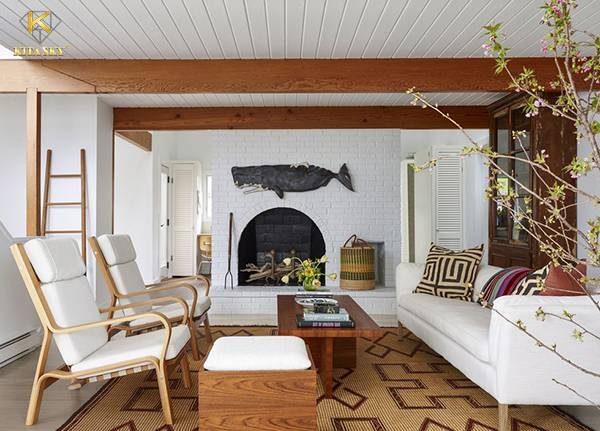 Phối hợp ghế gỗ, nội thất gỗ cùng bàn ghế bọc vải màu trắng là ý tưởng trên cả tuyệt vời.