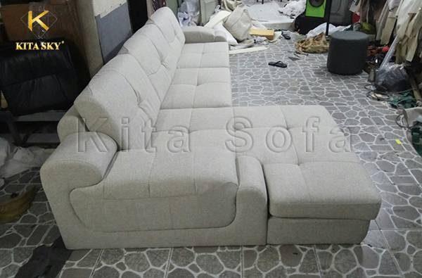 Các sản phẩm bàn ghế do Kita sản xuất khá đa dạng về mẫu mã và chất liệu