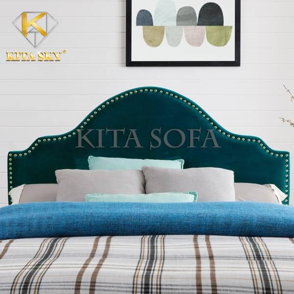 Đầu giường bọc nệm Sullivan màu xanh cho không gian trở nên thoáng và tạo cảm giác mát mẻ, dễ chịu hơn. Màu này thích hợp cho phòng ngủ thiết kế hiện đại để tạo được điểm nhấn cho tổng quan căn phòng.