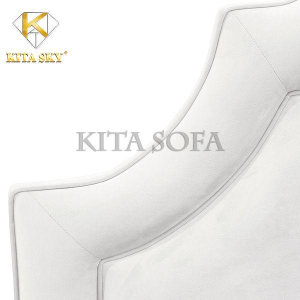 Ốp đầu giường trắng thích hợp cho chiếc giường thiết kế đơn giản, màu trắng và nội thất trong phòng thiên về màu sắc trung tính nhẹ nhàng như trắng, kem, nude,...