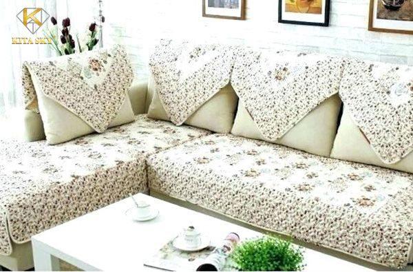 May áo cho ghế sofa sẽ hạn chế đi nhiều các vết bẩn bám trên sofa.