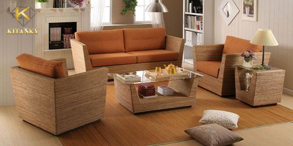 Bọc ghế sofa gỗ đẹp và may nệm lót ghế gỗ giá rẻ với chất lượng tốt là một trong những dịch vụ được đông đảo khách hàng yêu thích tại Kita